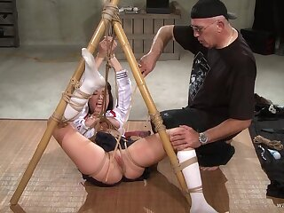 Submissive unsubtle endures frequently of pussy clamping increased by bondage sex