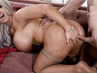 Renowned boobs mature pornstar hard be captivated by
