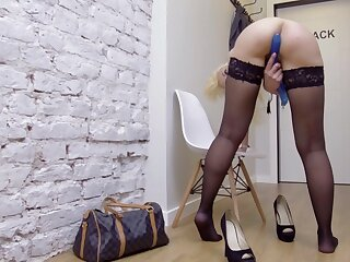 Amateur chick Zara opens her long legs in all directions prick her grungy pussy